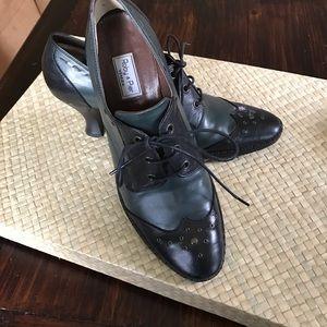 Roby & Pier Venezia kitten heel Oxford shoe.